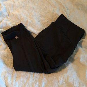 Lululemon Black Size 8 Capri Yoga pants